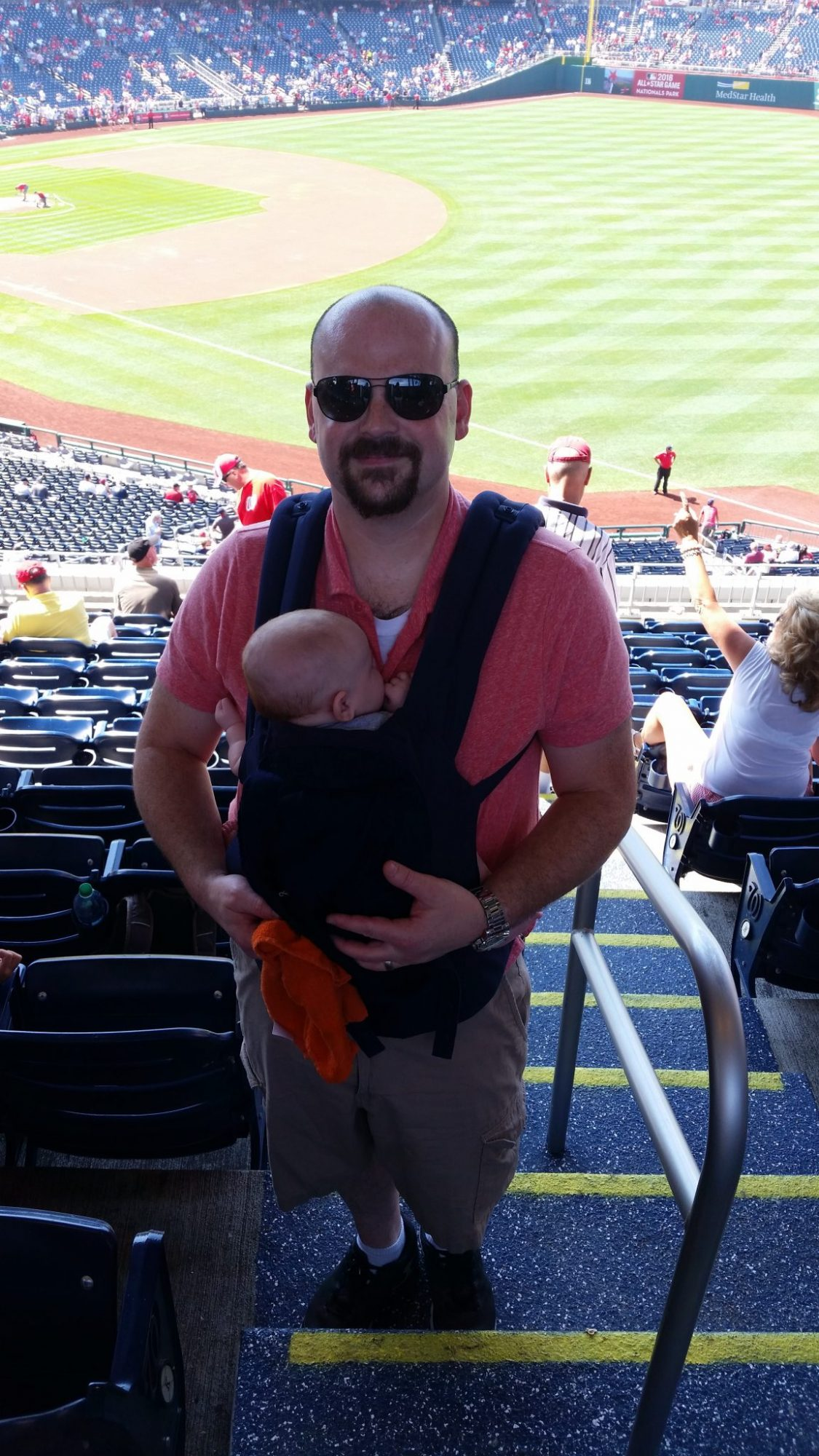 ergobaby review, ergobaby carrier review, which carrier should i buy, best baby carrier, babywearing for new moms, how to babywear, dads who babywear