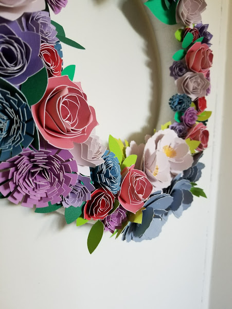 paper floral wreath with cricut, 3d rolled flowers with cricut, cricut crafts, floral wreath using cricut, diy cricut, diy wreath, flower wreath, spring floral wreath, summer flower wreath, floral wreath, easy wreath diy, crafts using cricut, flower crafts