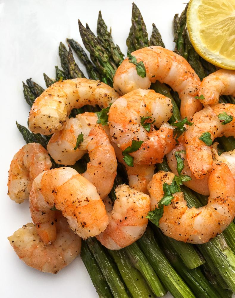 Lemon Garlic Shrimp and Asparagus plated